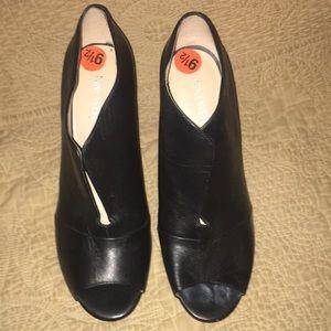 Black split front leather 9.5 Nine West booties